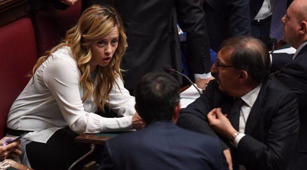 La leader dei Fratelli d'Italia Giorgia Meloni parla con Ignazio La Russa