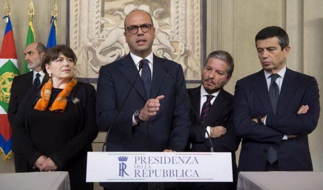 La delegazione di Area Popolare ricevuta da Mattarella: la capogruppo al Senato Laura Bianconi, il leader Angelino Alfano, l'ex Udc Giampiero D'Alia e il capogruppo alla Camera Maurizio Lupi