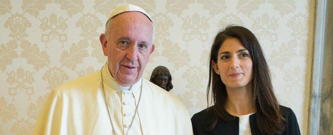 """Roma, papa: """"Signore non la abbandoni"""". Grillo e Raggi gioiscono. Vaticano: """"Stessa lettera a tutti i sindaci"""""""