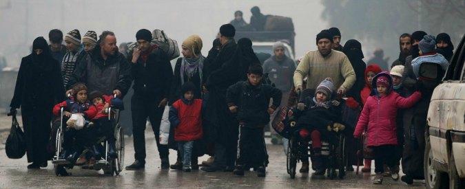 Aleppo est, spari contro convoglio. Poi riprende l'evacuazione dei civili dai quartieri della città