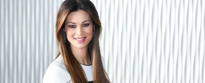 Manuela Arcuri, 9mila euro per accendere le luci dell'albero di Natale a Salerno