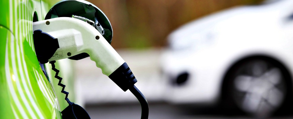 Auto a batteria, 300 miliardi di dollari di investimenti. Senza nessuna garanzia