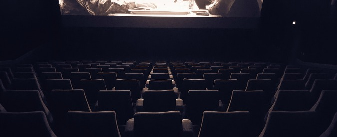 """Torino, maghrebine """"sospette"""" in sala scatta la psicosi: fuggi fuggi dal cinema Ma erano madre e figlia sordomute"""
