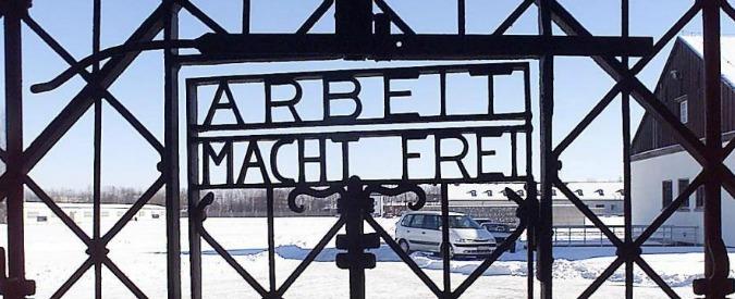 """Norvegia, ritrovato a Bergen il cancello del lager nazista di Dachau con la scritta """"Arbeit macht frei"""""""
