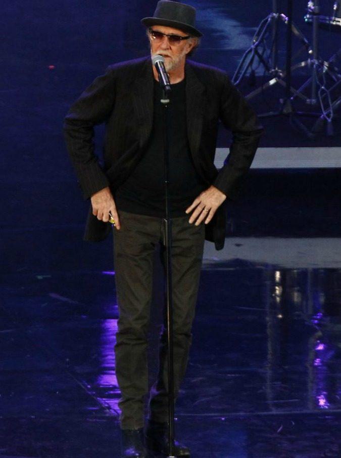 Francesco De Gregori ora è in versione prezzemolino tv (trash). Ma Francesco, tu non sei un cantante pop…