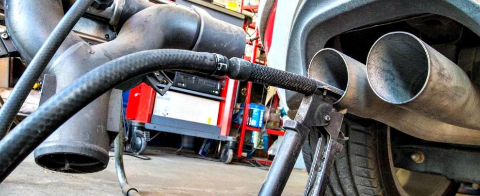 """Emissioni, dopo il Dieselgate il paradosso: """"I produttori aumentano i dati sulle emissioni di CO2 per ridurre il target"""""""