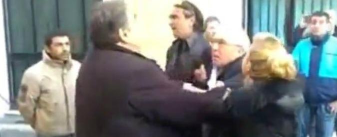 """Napoli aggredito dai Forconi, tre denunce per il finto arresto in piazza: altri rischiano. Ferro: """"Quelli non sono nostri"""""""