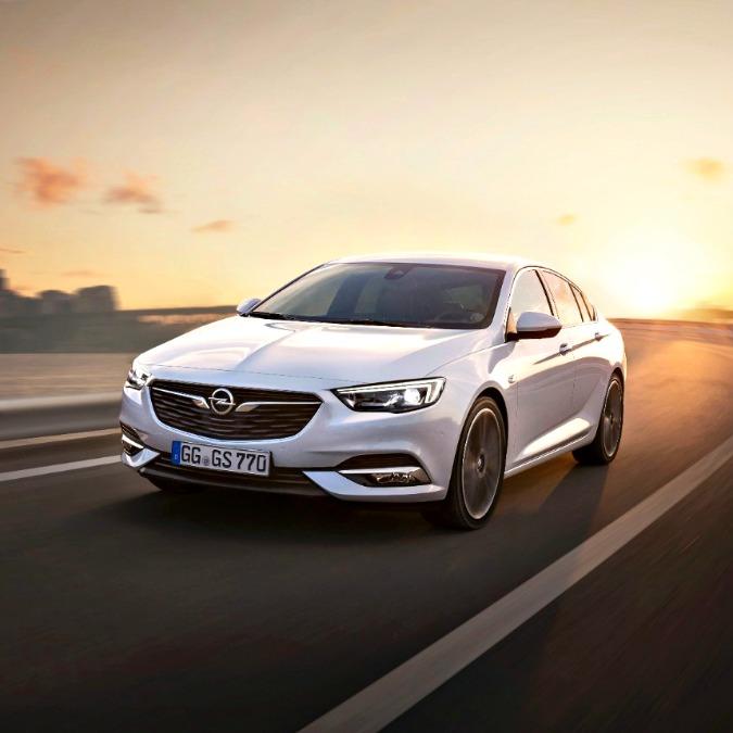 Opel Insignia Grand Sport, ecco le prime immagini della nuova ammiraglia tedesca – FOTO