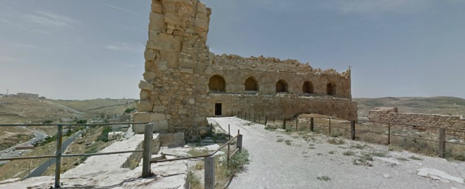 """Giordania, commando attacca il castello di Karak. """"Dieci morti tra cui una turista canadese. Polizia libera ostaggi"""""""
