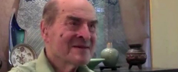 Henry Heimlich, morto il chirurgo statunitense. Inventò la manovra anti-soffocamento che salva ancora vite