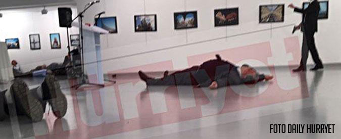 """Turchia, ucciso l'ambasciatore russo ad Ankara. Il grido dell'attentatore: """"È il conto per la Siria"""". Mosca: """"Terrorismo"""". Per Putin """"una provocazione"""""""