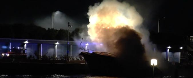 Savona, yacht di 20 metri in fiamme nel marina di Loano. Tre morti