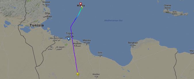 """Malta, liberati i 118 ostaggi a bordo dell'aereo dirottato. """"Sequestratori chiedevano liberazione figlio Gheddafi"""""""