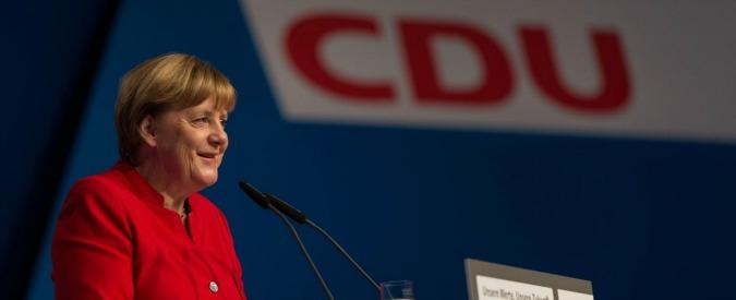 """Germania, Cdu di Merkel: """"Stop a doppia cittadinanza per i figli degli stranieri"""""""