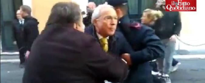 Forconi aggrediscono Osvaldo Napoli: la crisi non c'entra, questo è fascismo