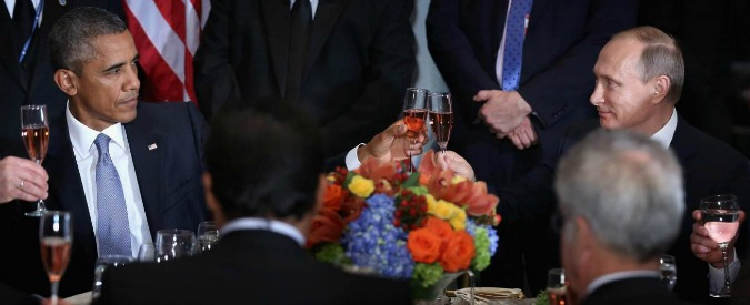 """Usa-Russia, Obama espelle 35 funzionari russi. Putin: """"Non faremo diplomazia da cucina"""". Trump: 'Grande mossa di Mosca'"""