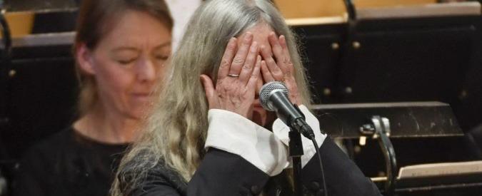 Nobel, Dylan assente alla cerimonia di consegna. Patty Smith lo omaggia cantando e si commuove