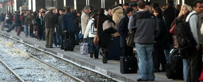 Pendolari: treni sovraffollati, ritardi e cancellazioni. Roma-Ostia Lido, ecco qual è la linea ferroviaria peggiore d'Italia
