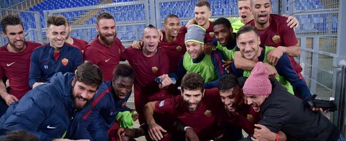 Derby di Roma tra risse, razzismo e urla: all'Olimpico si è giocato il derby dei coatti