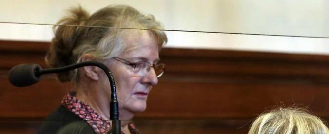 Francia, Hollande concede la grazia a Jacqueline Sauvage: uccise il marito che la picchiava da 47 anni e stuprava le figlie