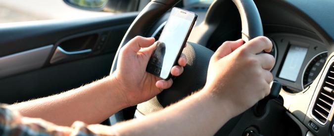 Incidenti stradali, 3 su 4 causati dalla distrazione. Nel mirino gli smartphone