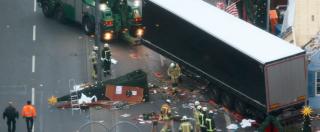 """Attentato Berlino, """"Isis rivendica"""". Media dopo rilascio fermato: """"Terrorista è libero e armato"""""""