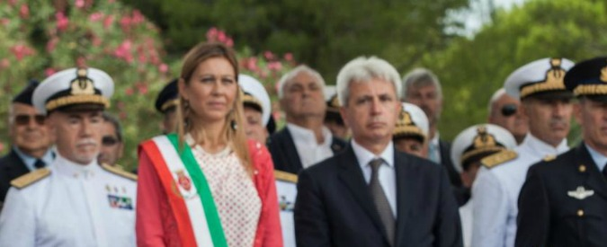 Brindisi, a 11 mesi dalle elezioni cade la giunta di Angela Carluccio. La lunga crisi di una città tra arresti e rifiuti