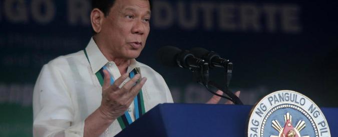 Filippine, Duterte vara piano per consegnare preservativi gratis a 6 milioni di donne