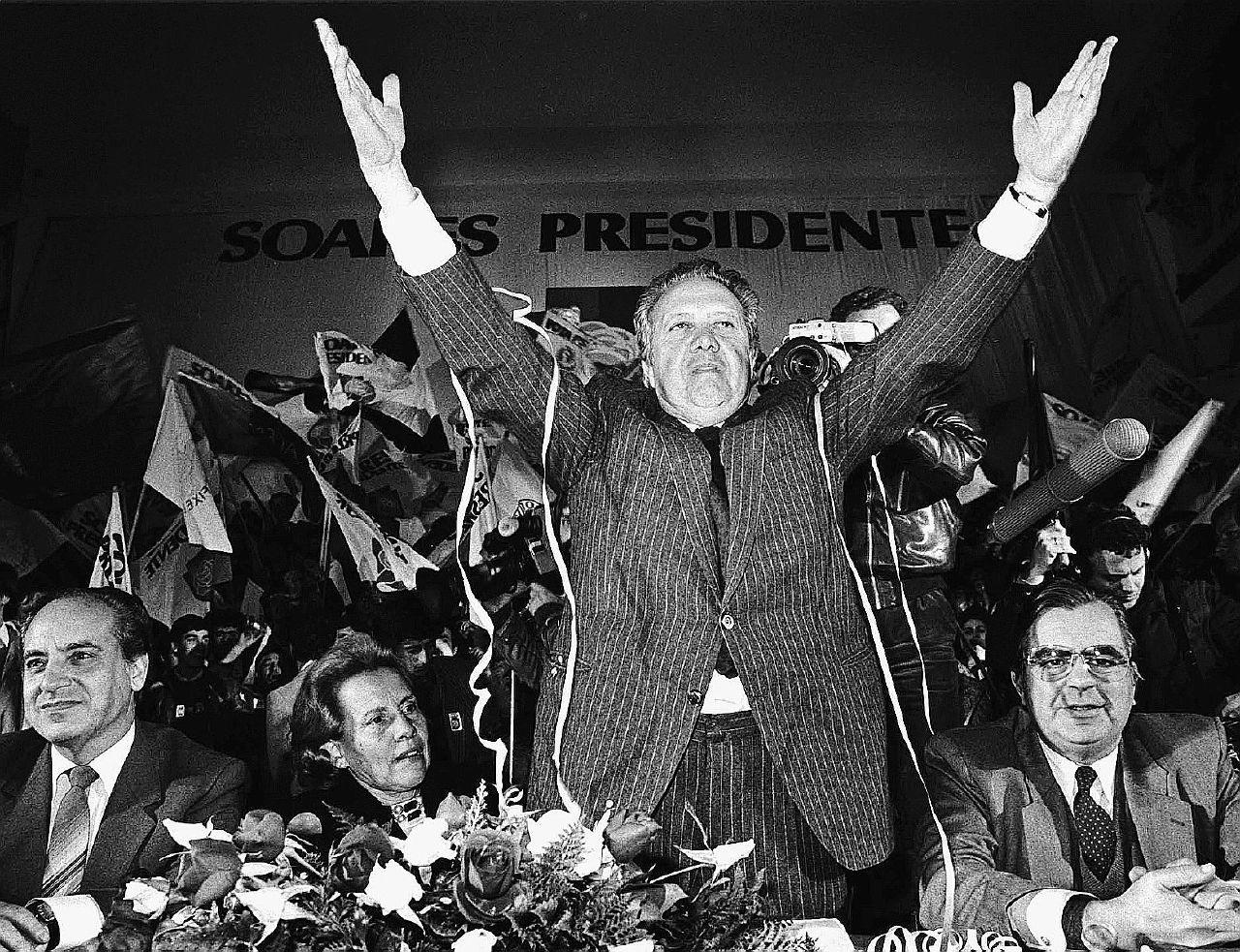 Soares, quando Lisbona dava lezioni di democrazia