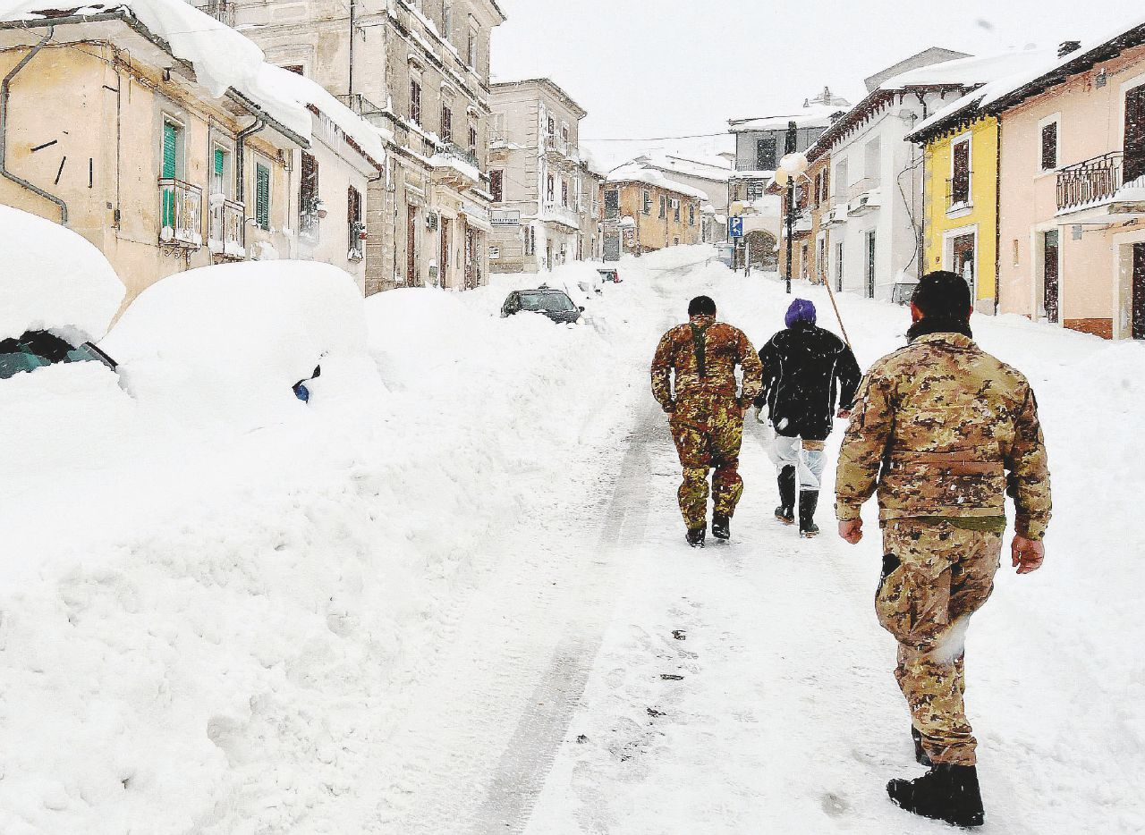 """Sul Fatto del 19 gennaio – Sepolti vivi da terremoto e neve. """"Siamo allo stremo"""""""