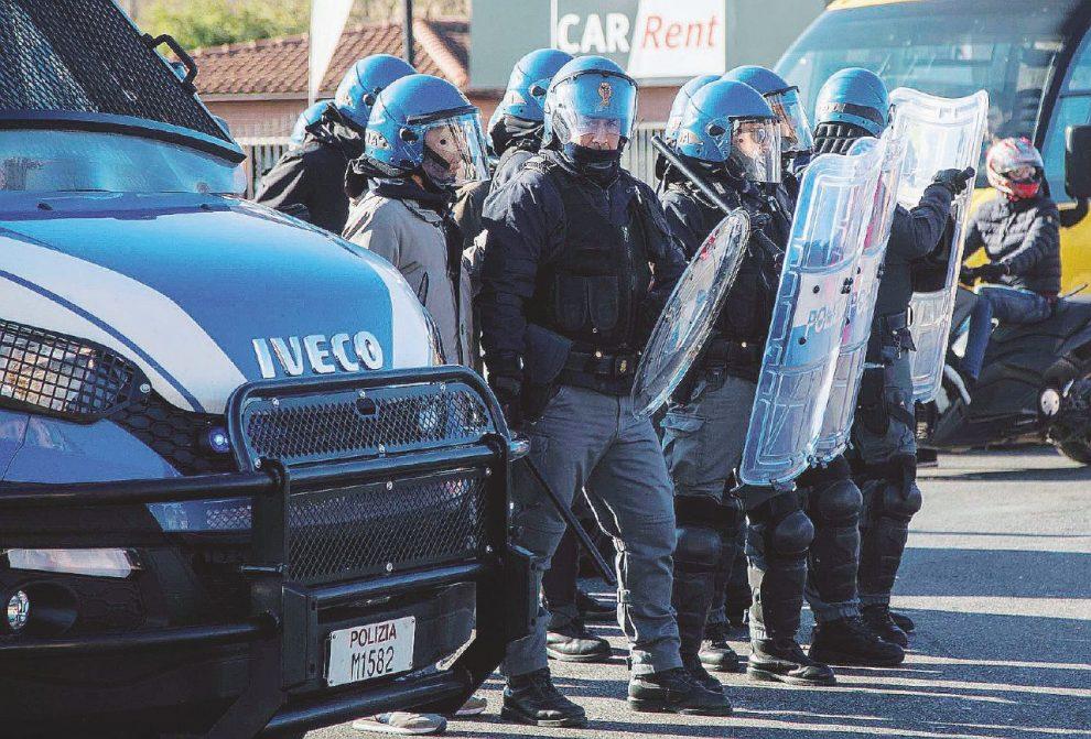 Polizia manca il 15 per cento degli agenti sono tutti for Polizia di stato torino permesso di soggiorno
