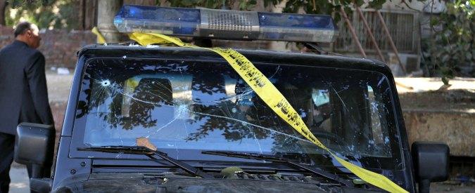 """Egitto, kamikaze su autobomba contro checkpoint nel Sinai: """"8 poliziotti uccisi"""""""