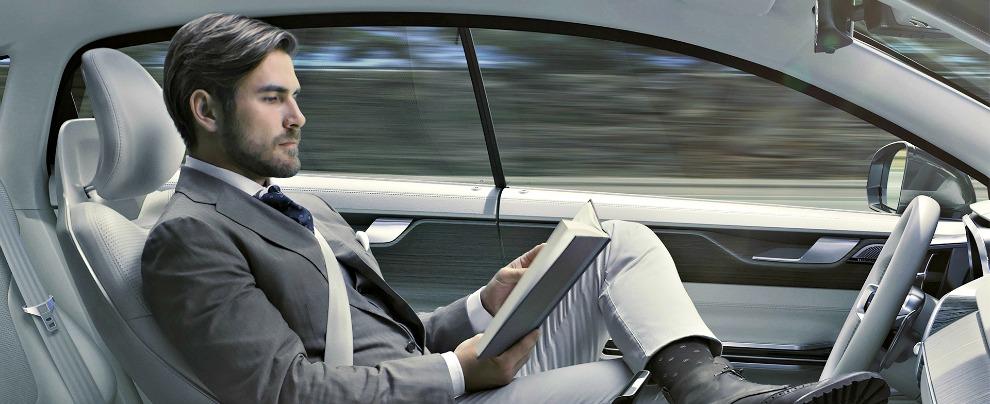 Guida autonoma, come ci arriveremo? Ecco i sei passaggi che cambieranno le nostre abitudini al volante