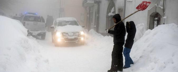 Maltempo, in Abruzzo 300mila persone senza elettricità: inviato anche l'esercito. Un morto assiderato nel Brindisino