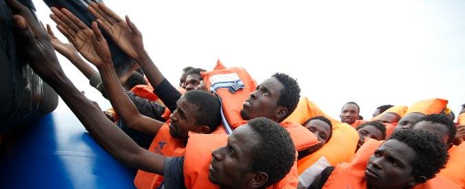 """Migranti, diminuisce il flusso: -2,7%. Manconi: """"Missione navale italiana? Riporterà i profughi dai loro aguzzini"""""""