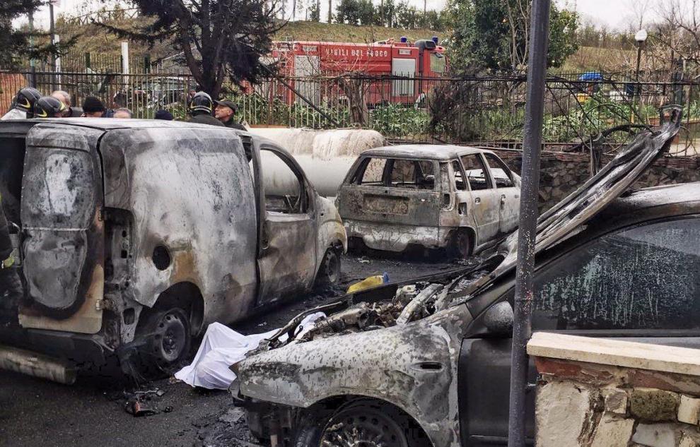 Tragedia ai Camaldoli incendio distrugge una piscina, 1 morto e 4 feriti