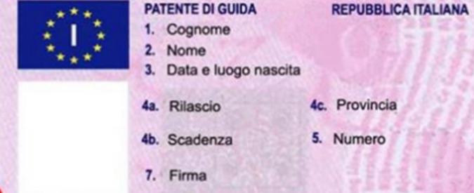 """Migranti, l'ultima bufala diventa virale sul web: """"Patente gratis"""""""