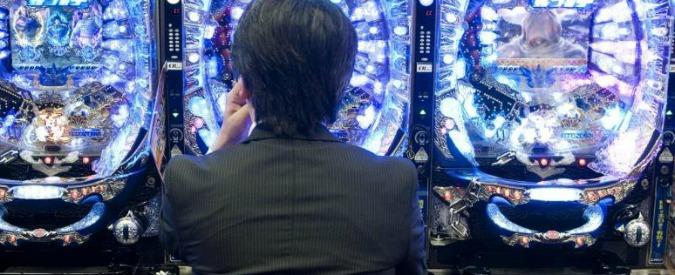 Ostia, lascia figlio di 3 anni in auto di notte per giocare alle slot: arrestato