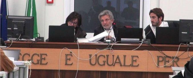 """Processo Aemilia, il giudice: """"No a porte chiuse"""". Ma richiama i cronisti: """"Imputati innocenti fino alla sentenza"""""""