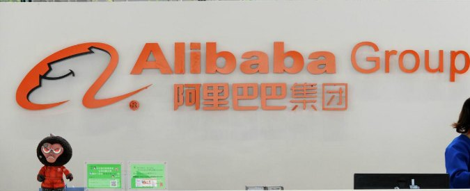 (150130) -- HANGZHOU, Jan. 30, 2015 (Xinhua) -- File photo taken on March 25, 2014 shows a staff member working at Alibaba Group's Xixi base in Hangzhou, capital of east China's Zhejiang Province. Alibaba shares plunged Thursday as the Chinese e-commerce giant's quarterly report showed weaker-than-expected sales growth. The Hangzhou-based company, which operates China's largest online shopping sites Tmall and Taobao, said sales on its platforms reached 787 billion yuan in the fourth quarter. Alibaba posted a 40-percent jump in sales to about 4.2 billion US dollars, lower than what analysts were expecting. On Thursday, Alibaba shares closed down 8.8 percent at 89.77 US dollars, further down after a four-percent drop on Wednesday. (Xinhua/Ju Huanzong) (lfj)