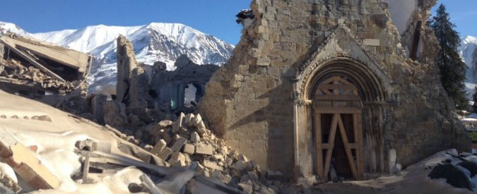 Terremoto, scossa di magnitudo 3.8 ad Amatrice: crolla la parete della chiesa di S. Agostino – Foto