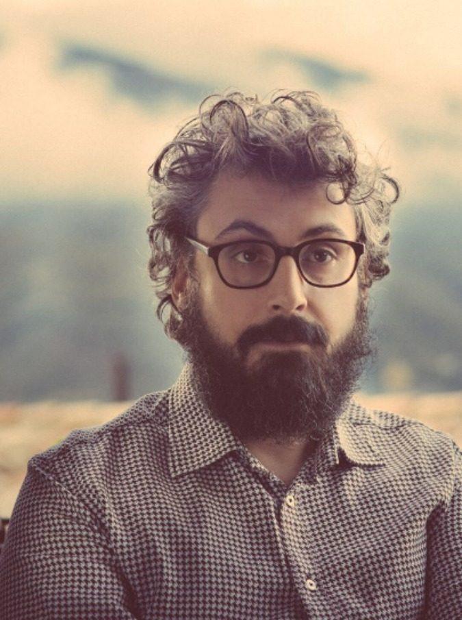 """Brunori Sas, il """"cantautore non militante"""" che racconta le paure di una generazione"""