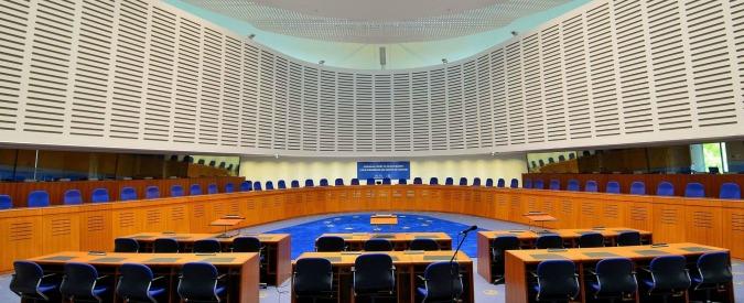 Svizzera, sentenza Corte di Strasburgo: le ragazze musulmane dovranno frequentare lezioni di nuoto miste