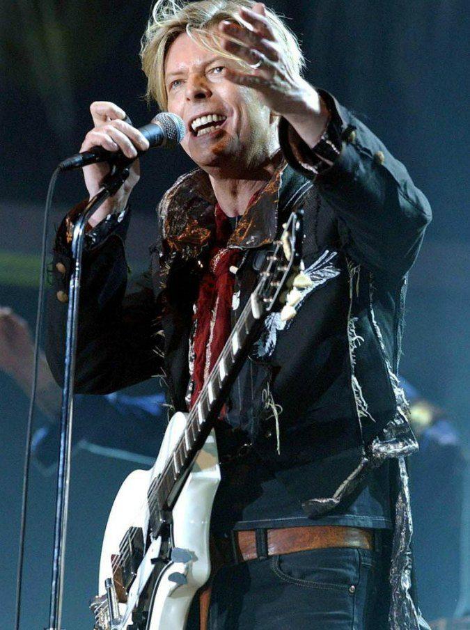 """""""David Bowie scoprì di essere malato terminale tre mesi prima di morire"""": il documentario della Bbc"""