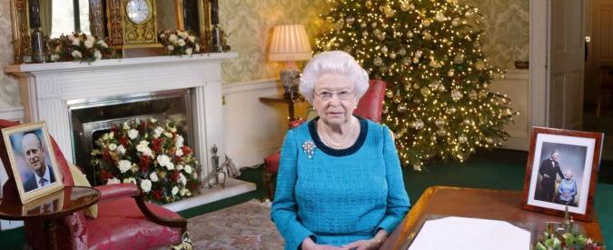 Regno Unito, la regina Elisabetta diventa un caso: salta anche la messa di Capodanno. Non si vede da 12 giorni