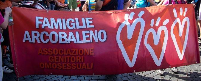 Diritti gay, Anagrafe di Torino dice no a trascrizione atto nascita di gemelli avuti in Canada da una coppia di uomini