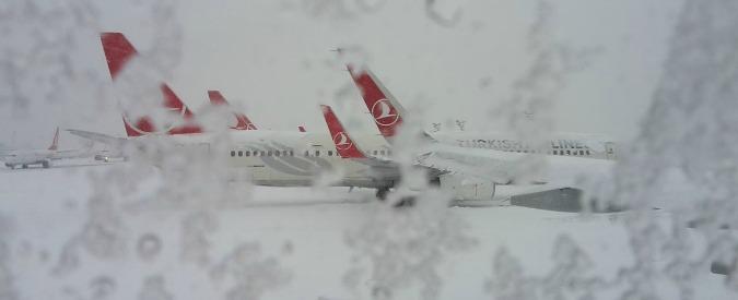 Istanbul, 500 italiani bloccati in aeroporto da 4 giorni per nevicata straordinaria