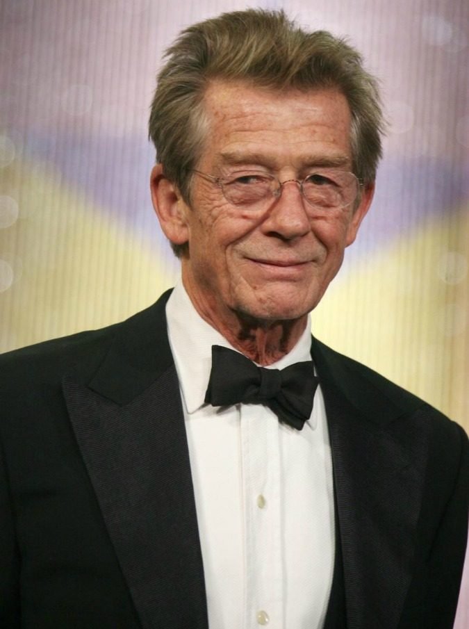 John Hurt, morto a 77 anni l'attore inglese. Dalla nomination per Elephant man ai ruoli da star in Alien e Harry Potter