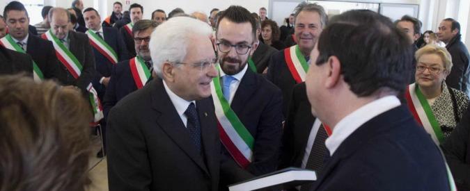 """Terremoto, Mattarella ai Comuni: """"Compito non ignorato, tutto per aiutarvi"""". Un sindaco via per protesta: """"Mai dialogo"""""""