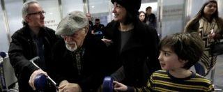 """Usa, la storia (a lieto fine) di Mozhgan: """"Mio padre di 80 anni in arrivo dall'Iran bloccato per ore"""""""